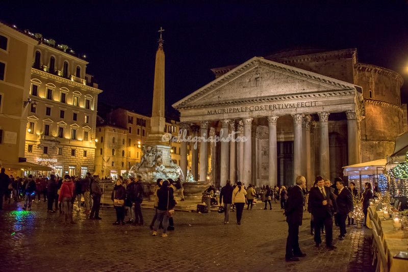 The Pantheon and Piazza Rotonda by night