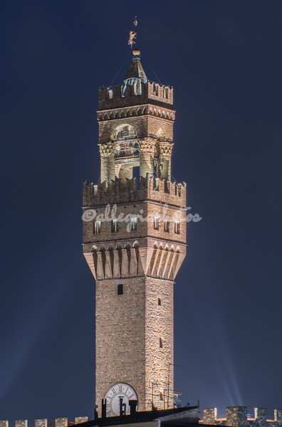 Night shot of the tower of Palazzo Vecchio, Florence