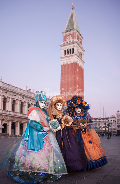 Three ladies on Piazza San Marco