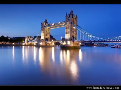 UK - England - London - Tower Bridge - Suspension & bascule bridge over the River Thames - Iconic symbol of London   Camera Model: Canon EOS 5D Mark II; Lens: 17.00 - 40.00 mm; Focal length: 23.00 mm; Aperture: 18; Exposure time: 32.0 s; ISO: 100
