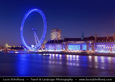 Europe - UK - England - London - London Eye - Giant Ferris wheel situated on the banks of the River Thames at Dusk - Twilight - Blue Hour