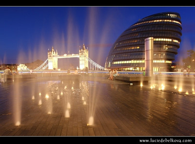 UK - England - London - City Hall & Tower Bridge - Suspension & bascule bridge over the River Thames - Iconic symbol of London   Camera Model: Canon EOS 5D Mark II; Lens: 17.00 - 40.00 mm; Focal length: 22.00 mm; Aperture: 11; Exposure time: 32.0 s; ISO: 100