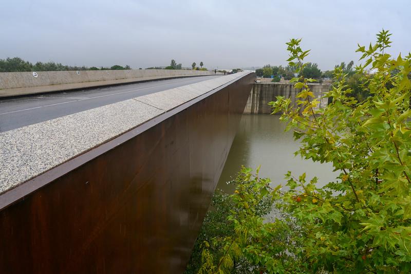 Bridge over canal, Distrito Centro, Cordoba, Cordoba Province, Andalusia, Spain