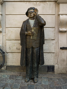 Statue of Evert Taube, a Swedish author, artist, composer and singer, Jarntorget, Gamla Stan, Stockholm, Sweden
