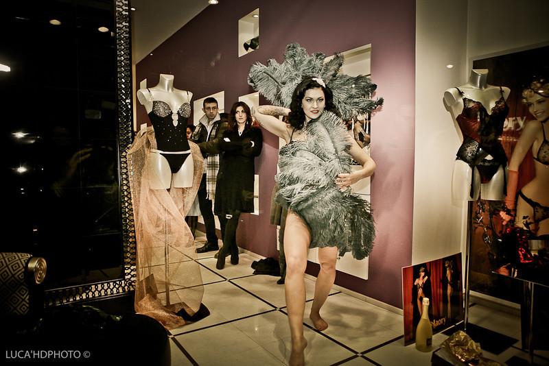 LouLou D'vil sfila per Christies lingierie Milano 2010
