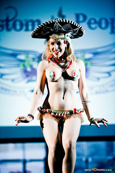 Roxy Rose, Burlesque performer 2010