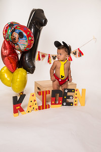 Kaiden 1st Birthday cake smash