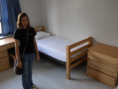 2011_08_19 Sarah moves in dorm