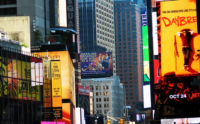 003-10-02-19-Broadway