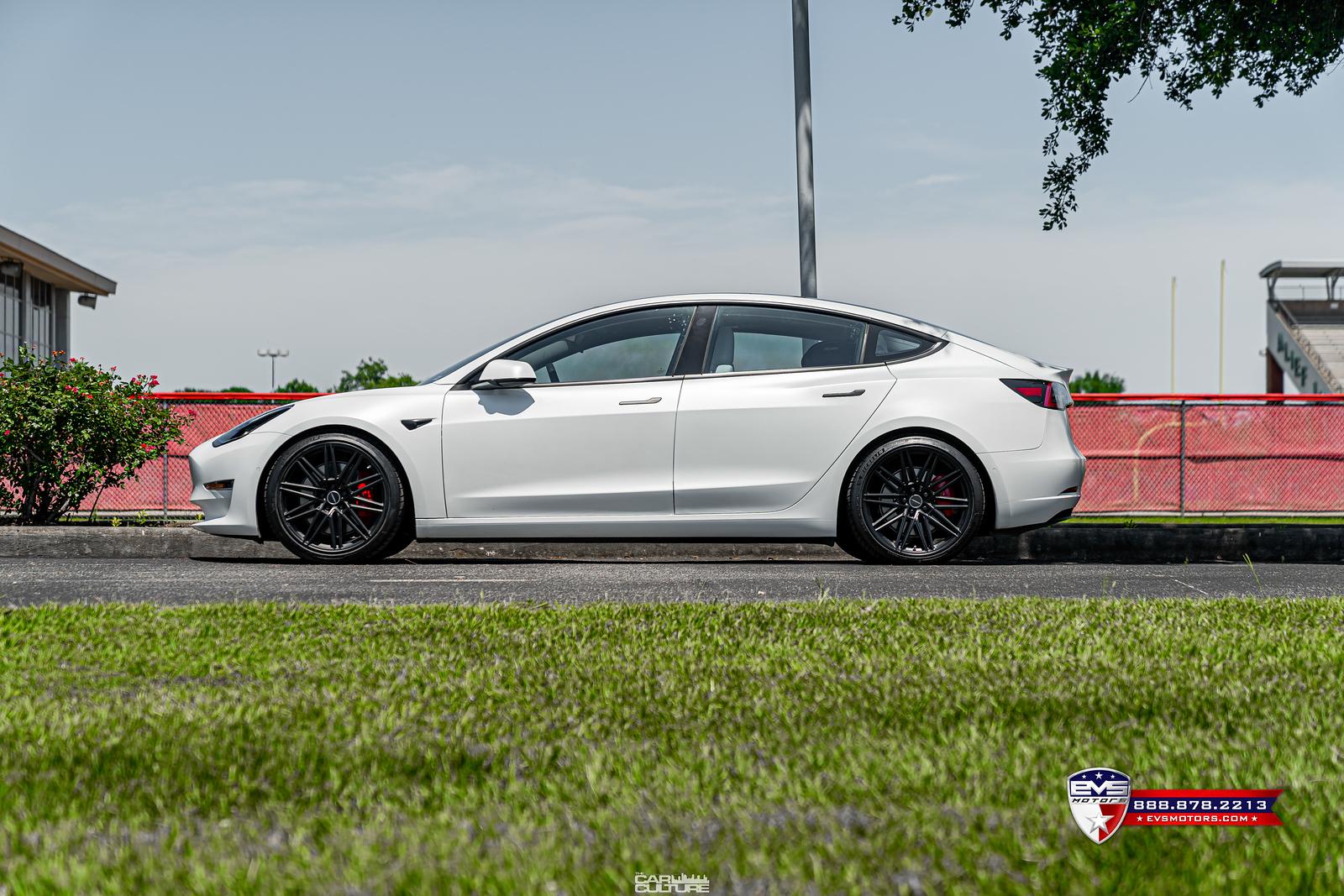 Tesla%20Model%203%20Performance%20on%20Vossen%20CV10-59-X3.jpg