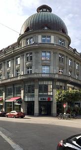 14 Innenraumgestaltung der Schweizer Filiale der Chinesischen Grossbank ICBC, Zürich - Eingangsituation der Bank. EXH Design 2018