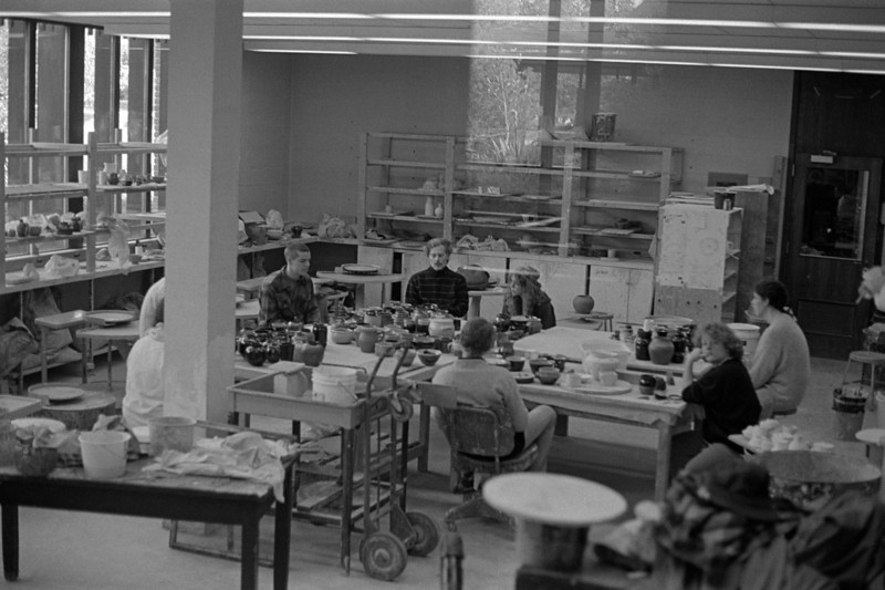 861014-BW-35-0026<br /> Mike Thiedeman's Advanced Ceramics class