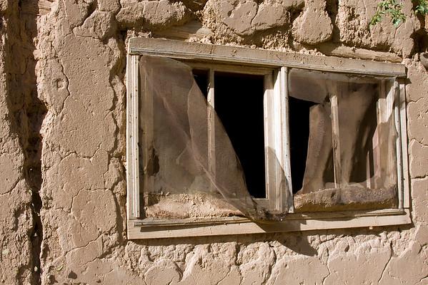 peeping place ...