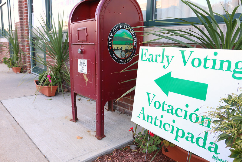 A sign in English and Spanish points voter in Fitchburg to were the early voting was on Boulder Drive. SENTINEL & ENTERPRISE/JOHN LOVE