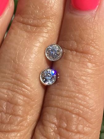 0.82ctw OEC Diamond Platinum Bezel Studs