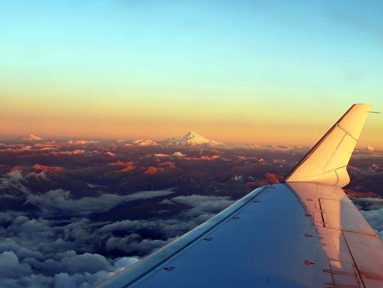 Three Sisters Mountain Peaks - Oregon