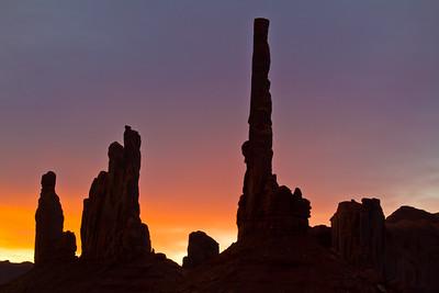 Yei bi Chei & Totem Pole at sunrise, Monument valley