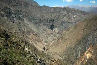 COLCA CANYON, PERU: Looking down the canyon (down river).