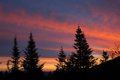 The next morning, the sunrise was anything but subtle. This taken from the door at Gray Knob.