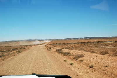 We drove 1000 Km from Melbourne, and now we're on the last stretch - nearly 100 Km of dirt road to reach into the Australian Outback.
