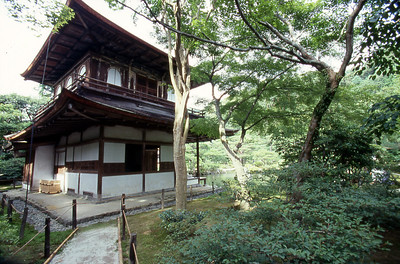 Kannonden, a national treasure, preserved on the grounds of the Ginkakuji Temple grounds. The first floor is built in traditional Japanese style known as Shinkuuden. The second floor is built in traditional Chinese temple style is known as Chouonkaku.