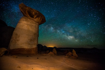 Hoodoo and the Milkyway, Toadstool hoodoos of the Paria Rimrock