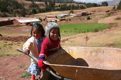 MISKIUNO, CUSCO, PERU - The kids are ready to help.