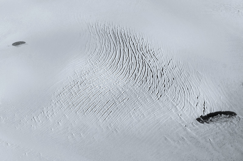 Deep crevasses and surface lakes on ice cap in central Greenland