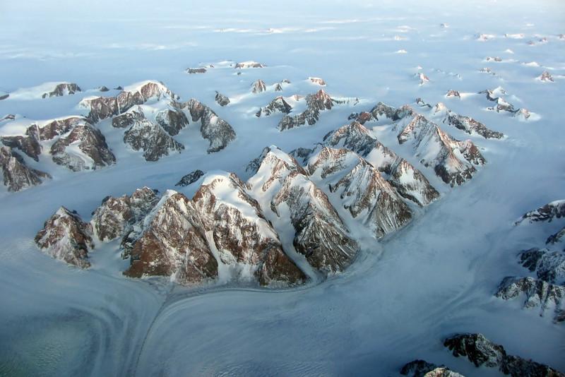 Deeply eroded basement rocks in the Steenstrup Glacier area, east-central Greenland