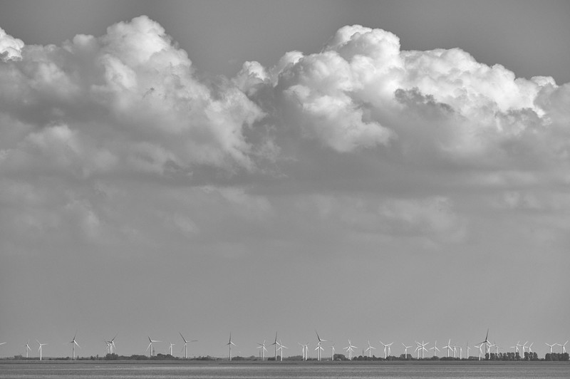 Late-afternoon clouds over the East Frisian coast (b/w)