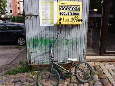 24/7 self-service bicycle repair station
