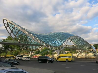 Wavy bridge