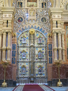 Beautiful entrance door to the sacred part