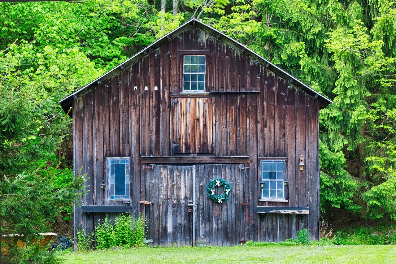 IMAGE: https://photos.smugmug.com/East-to-Ellicottville-2020/i-BD6BRkM/0/b2bfa4e8/X2/Barns%20of%20Ellicottville%201-X2.jpg