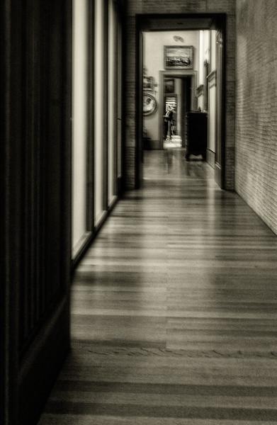 Barnes Museum - Gallary Hallway B&W-1
