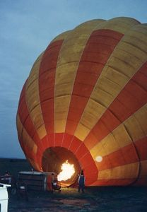 hot air ballooning early morn'