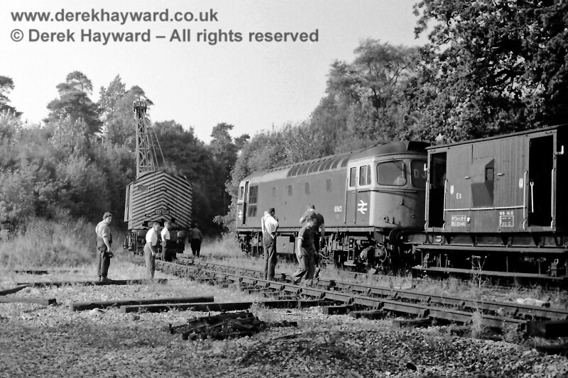 D6582 and steam crane DS1723 clearing up on St Margaret's Curve, west of the old High Level station, on Sun 5 October 1969.  Photographed by Eric Kemp, who retains all rights to this image.