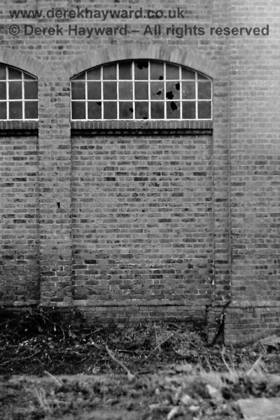 East Grinstead good shed, photographed by Eric Kemp on 20 December 1975.  Eric Kemp retains all rights to this image.