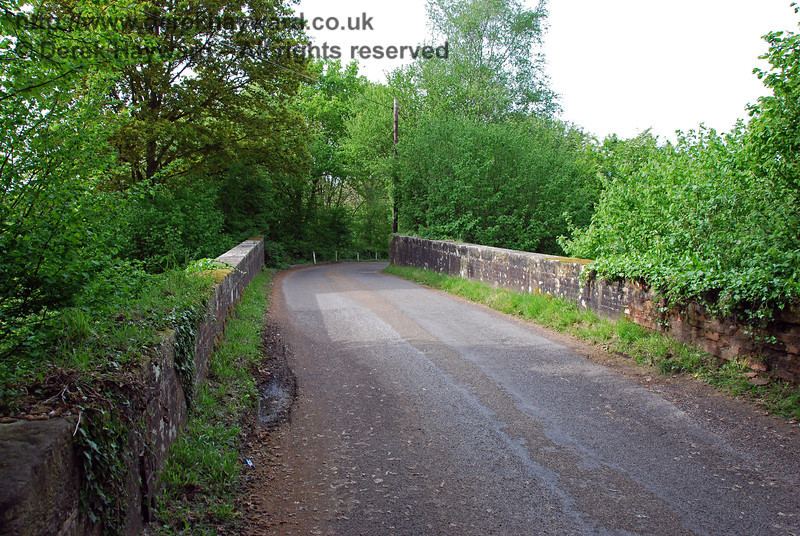 Looking north over Ashdown House Bridge.  The road is not a through route and gives access only to nearby properties. 09.05.2009