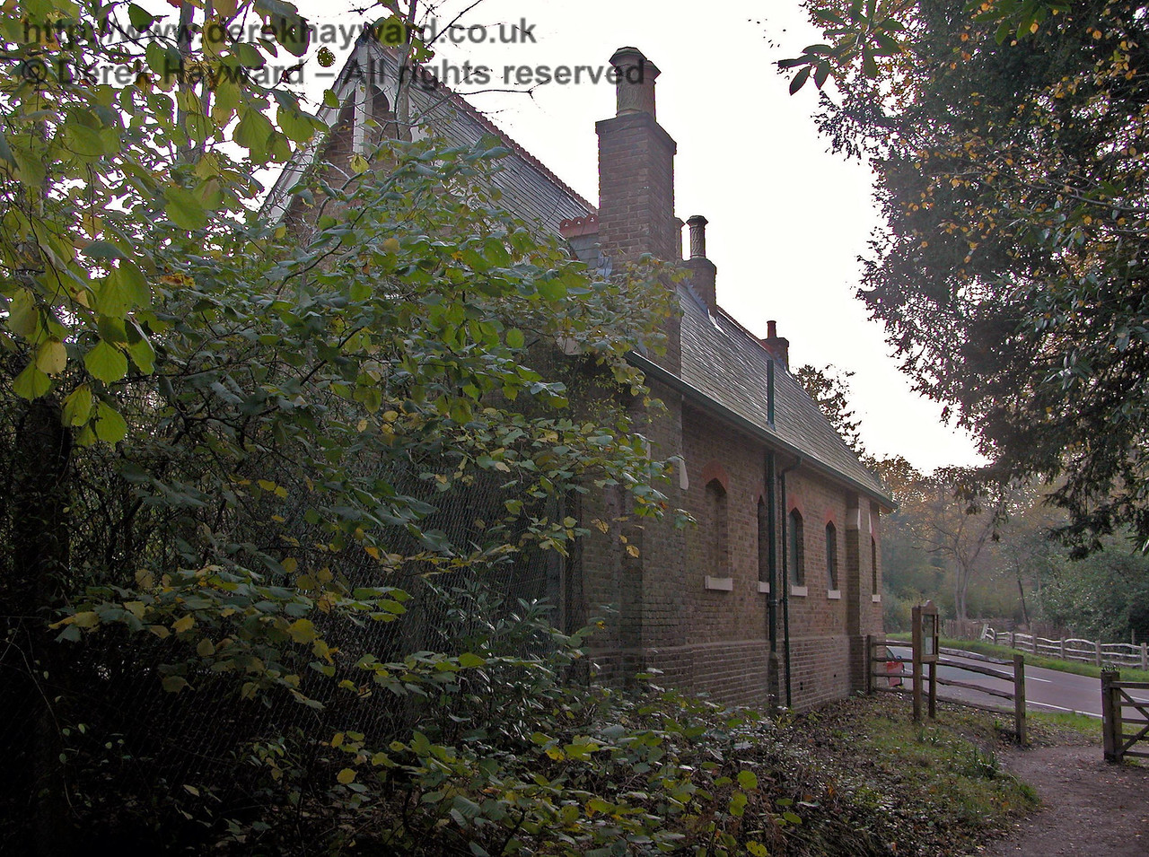 The rear of Rowfant Station building looking west. The footpath in this area is rather drab and dark, with some occasionally unpleasant smells coming from nearby premises. Press on past the site for more pleasant views. 14.11.2005