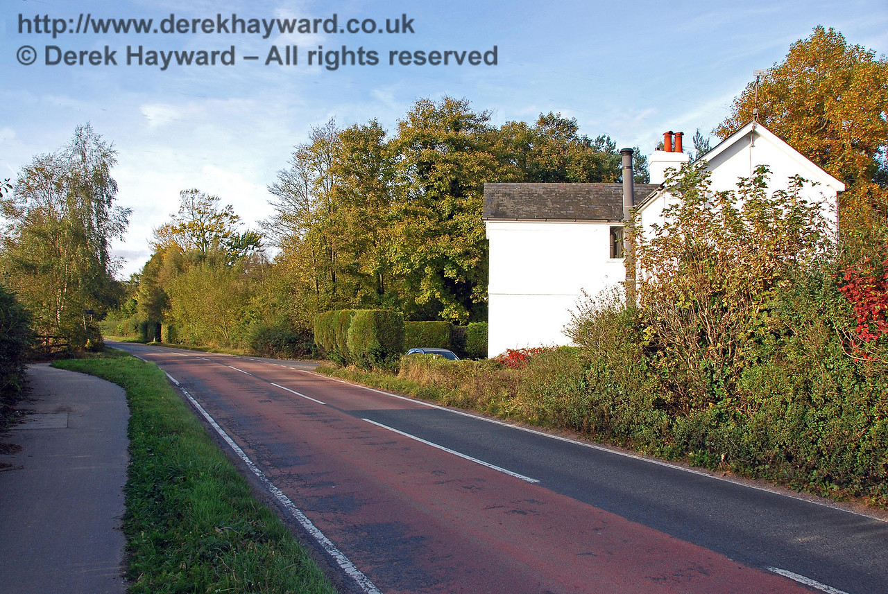 Looking north along the road towards Compasses Crossing. Unusually the keeper's cottage has very few windows on the south (sunny) side, away from the railway.  It is not known whether this is caused by chance, or intentional to ensure that the keeper gave attention to the railway line. 18.10.2009