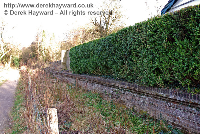 The section of platform adjacent to the station house is clearly visible, with privacy maintained by a thick hedge. 02.03.2009