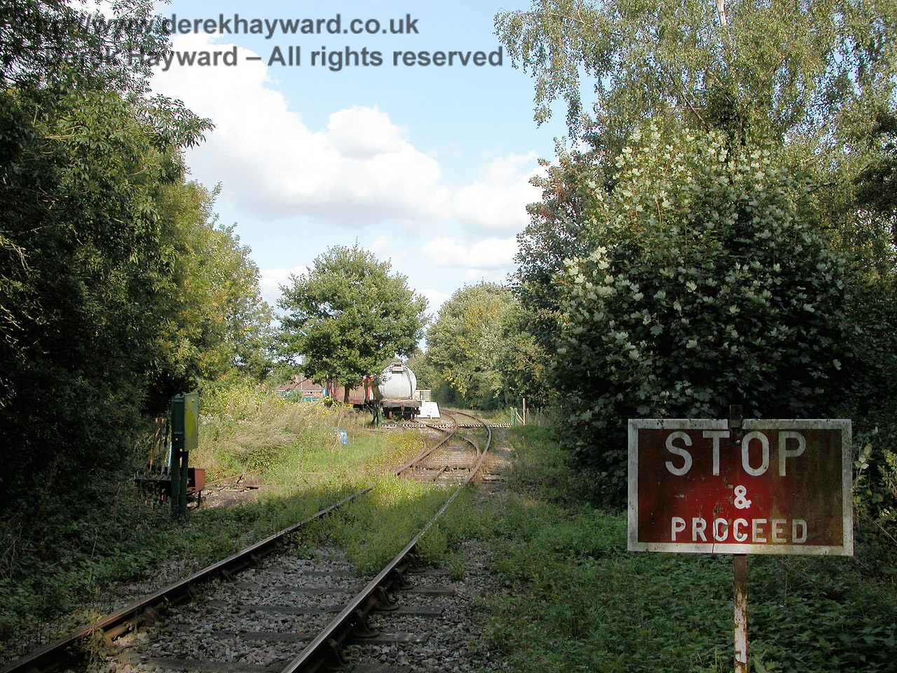 When you are an engine approaching Eythorne it is easy to become confused.  Do you Stop or Proceed.....?  Note that in 2006 the ground frame was in the open.  19.09.2006