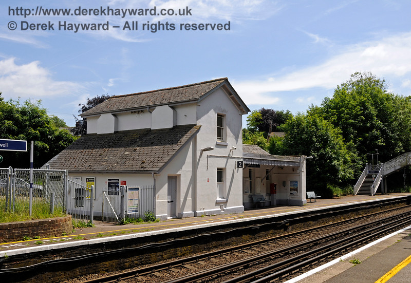 Shepherds Well (or Shepherdswell) Station, Network Rail, looking south. 17.06.2015  12769