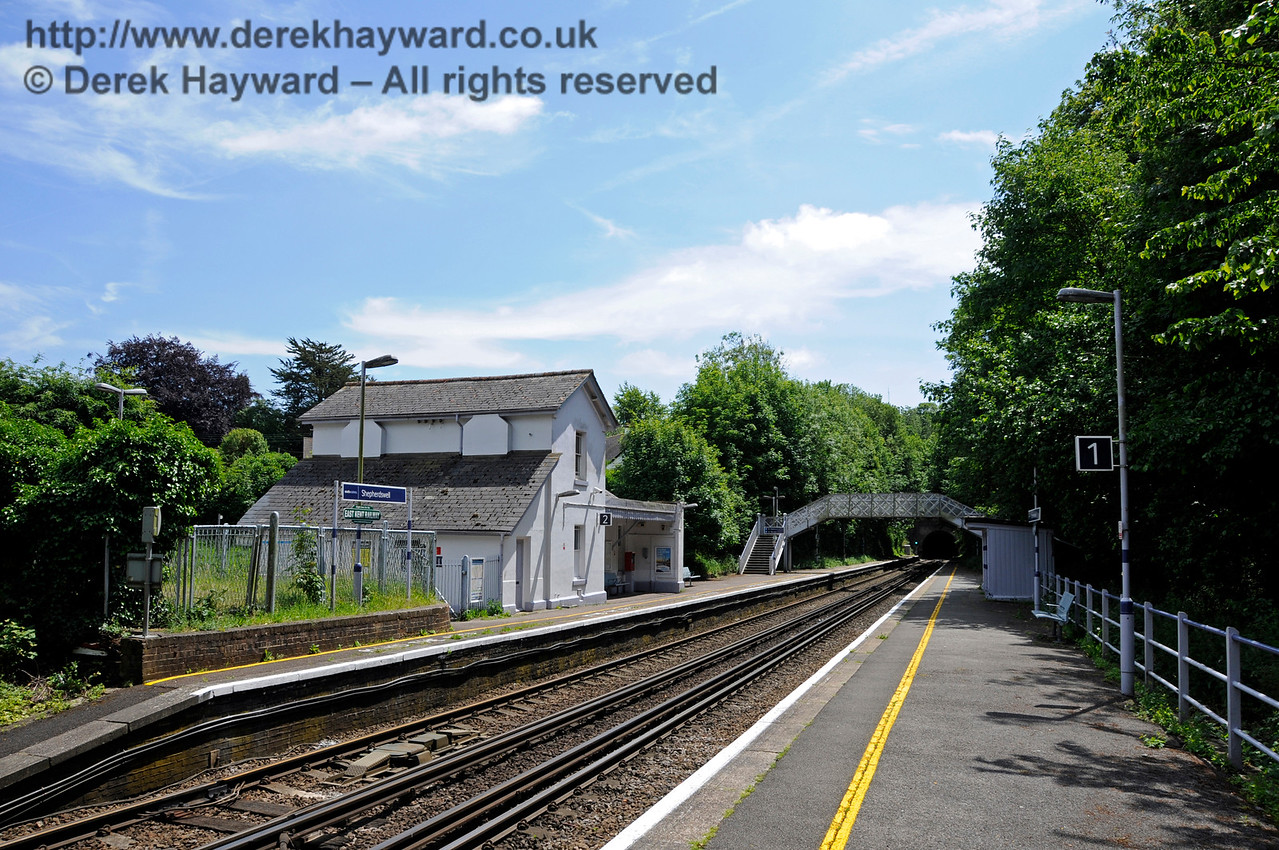 Shepherds Well (or Shepherdswell) Station, Network Rail, looking south. 17.06.2015  12771