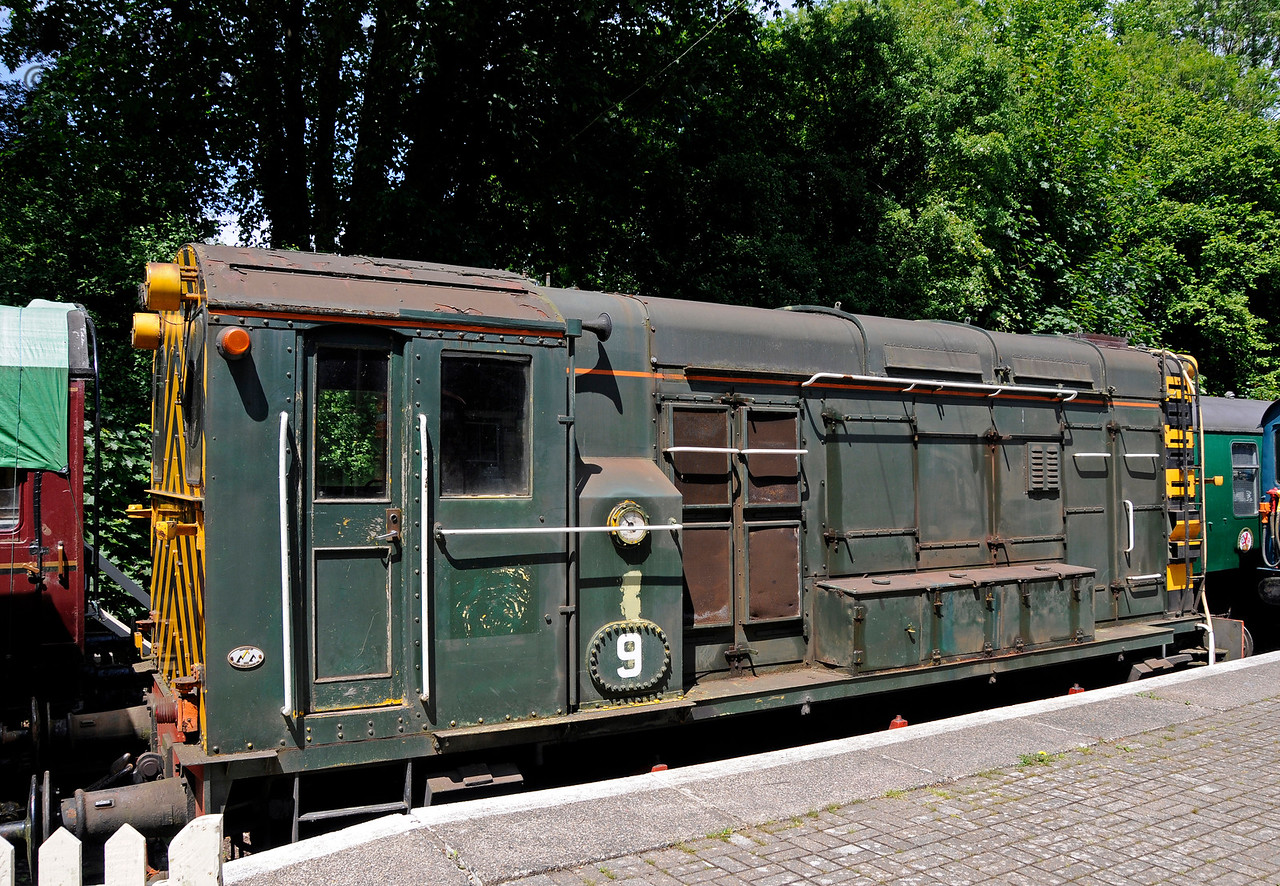 A Dutch 08 shunter on loan from Middlepeak Railways Ltd.  Shepherdswell Station, East Kent Railway. 17.06.2015  12723