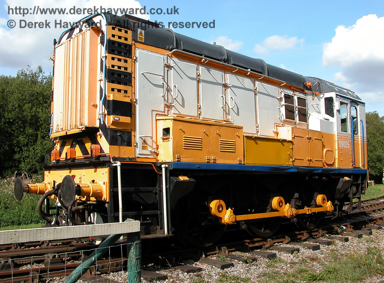 Class 09 diesel shunter 09025 at Shepherdswell on 19.09.2006.  This locomotive has since left the EKR and has been purchased for use on the Lavender Line in Sussex.