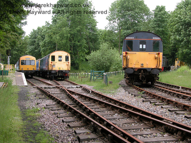 Another view taken in 2005 of Shepherdswell Station, looking west. 101660, 68001 and Thumper 205001 appear.  06.06.2005