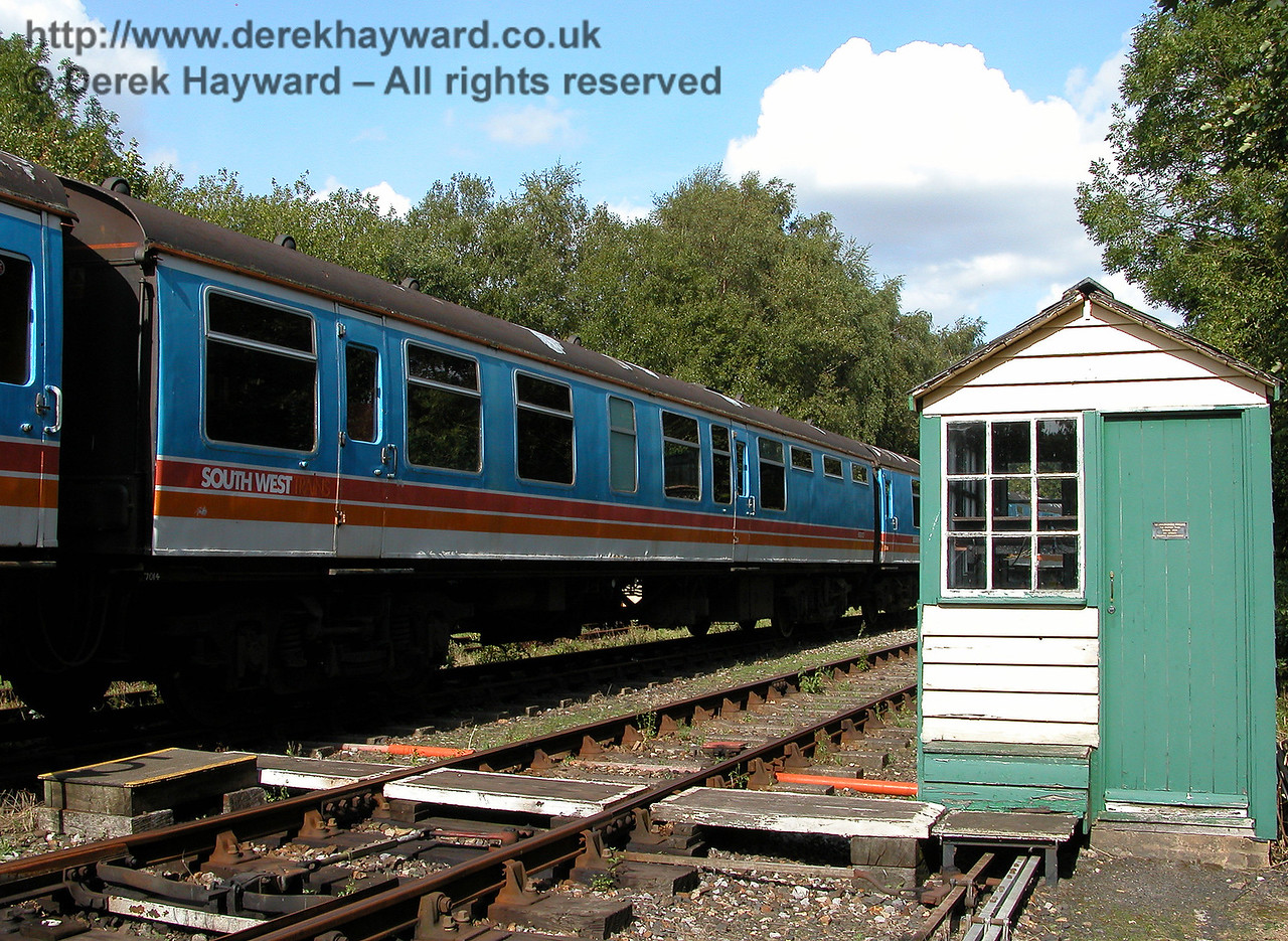An earlier shot of Buffet Car S69013 from unit 4-BEP 7014, and now part of 7105, standing next to Shepherdswell Signal Box. 19.09.2006