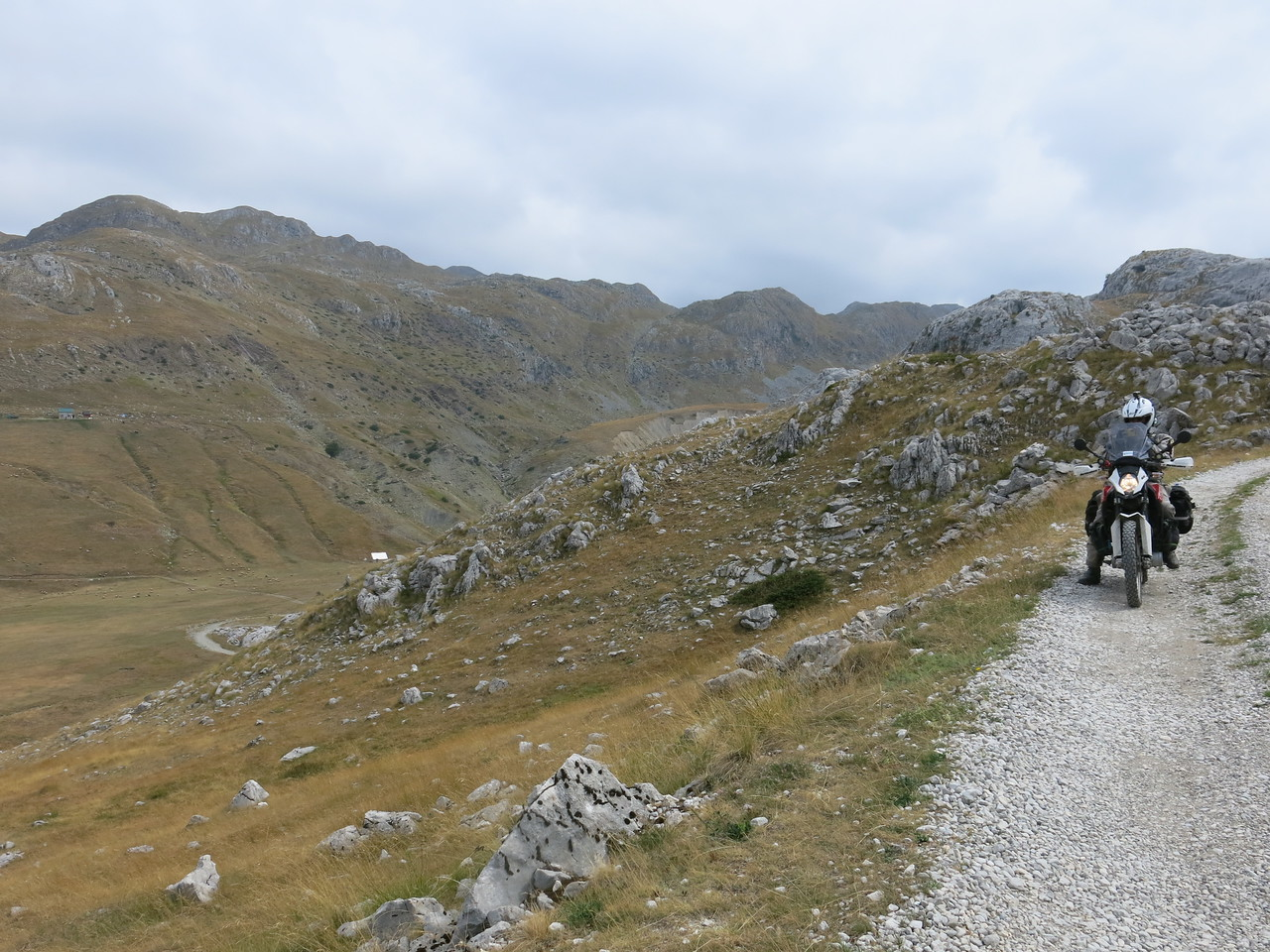 Coming down from Kapetanovo lake on the Morača plateau